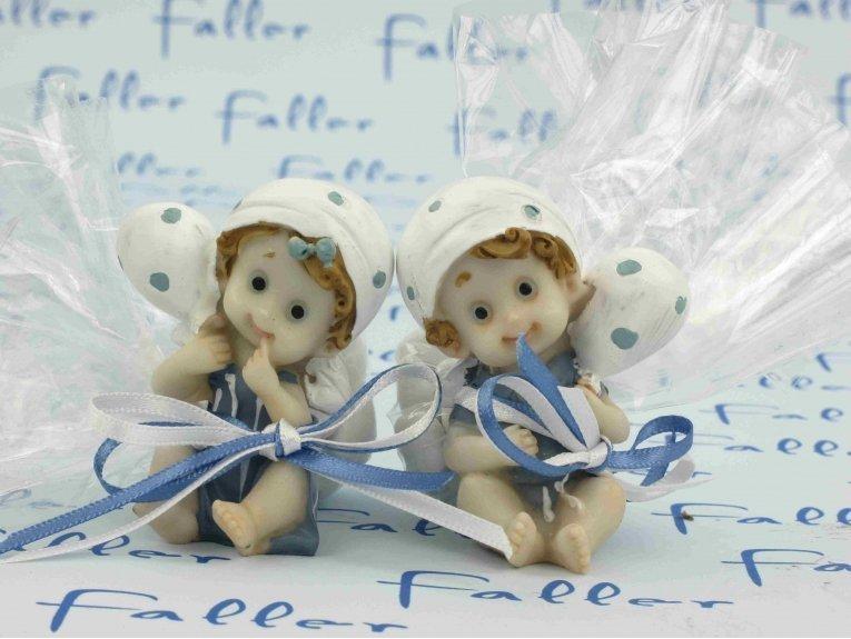 Bébés jumeaux fille garçon avec son doudou et dragées