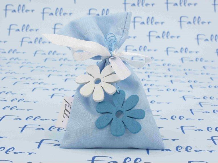 Pochon bleu pastel et fleurs en bois