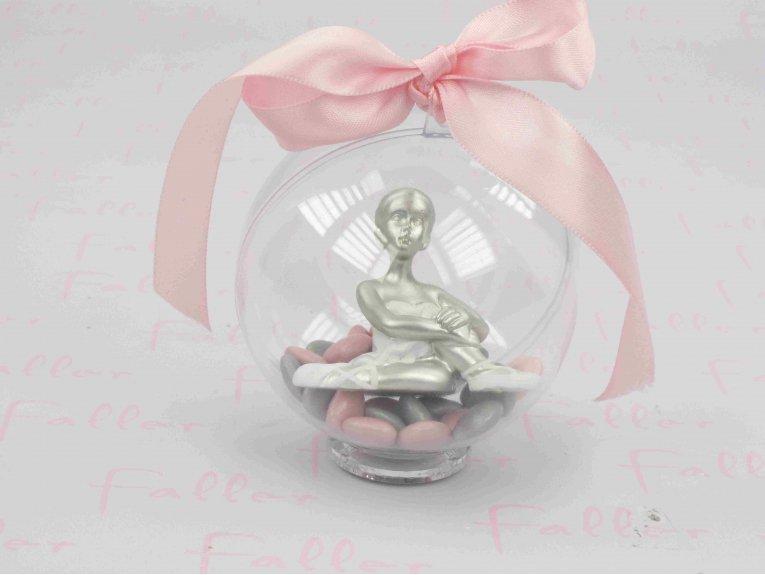 Petite danseuse classique dans boule à dragées petits coeurs