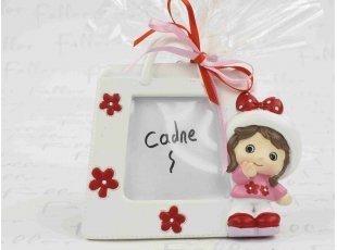 Cadre photo petite fille et son grand sac blanc fleuri