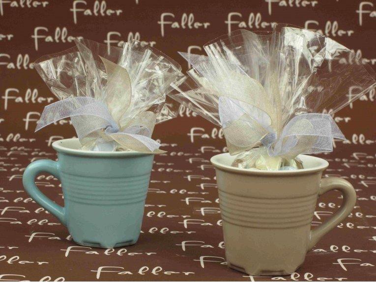 Tasse bleue et taupe avec dragées baptême
