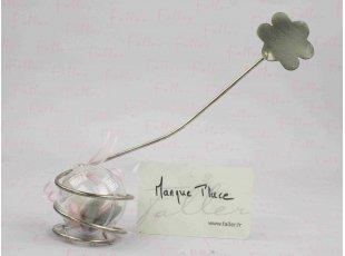 Marque-place fleur argentée et ses dragées