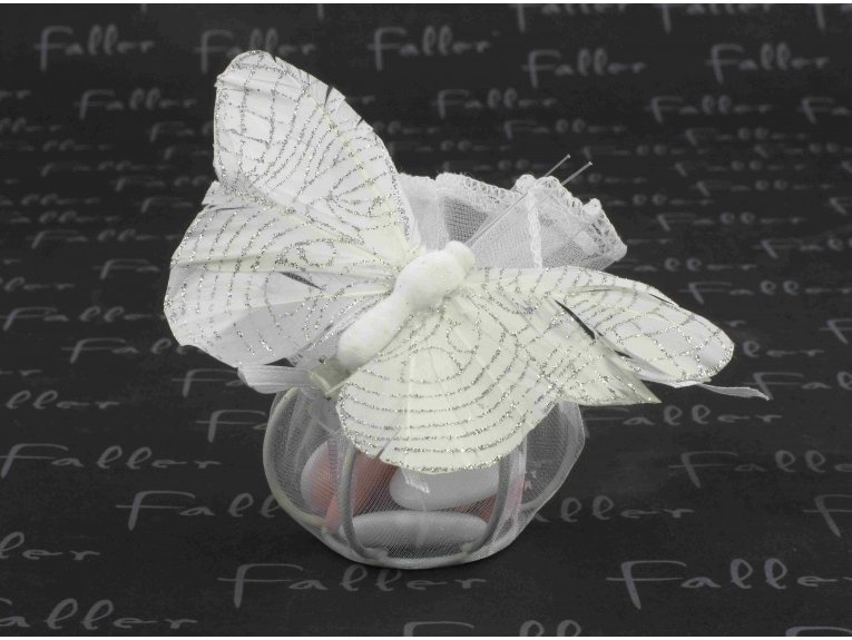Papillon blanc pailleté sur son pochon avec dragées