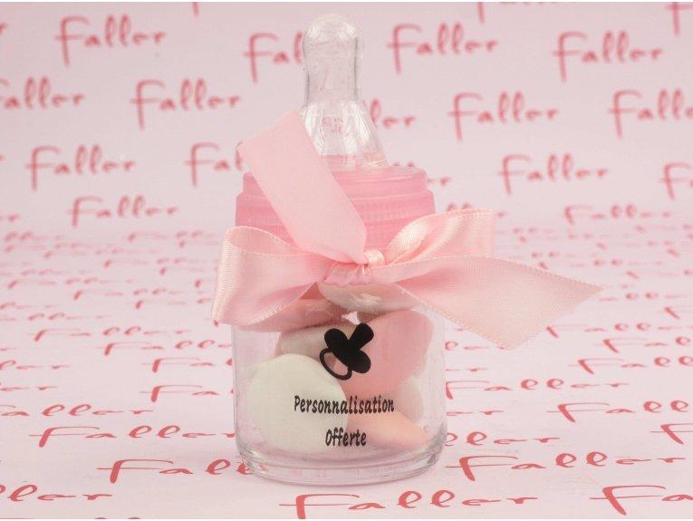 Biberon rose contenant dragées