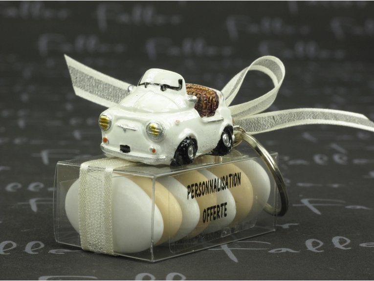 Voiture cabriolet porte clef pour mariage avec dragées