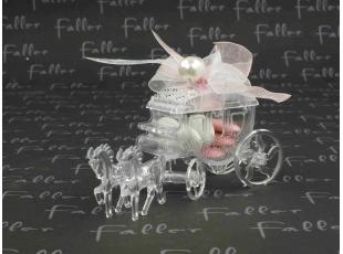Carosse en plexi avec chevaux coeur et dragées