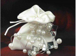 Dragees dans pochon tissu et deco perle mariage