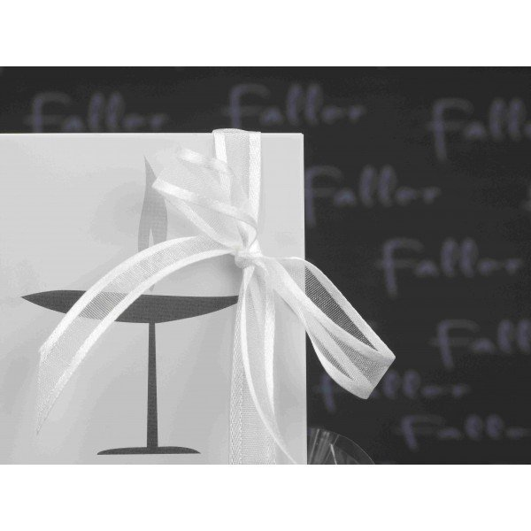 petit cadre photo blanc deco calice avec dragees communion. Black Bedroom Furniture Sets. Home Design Ideas