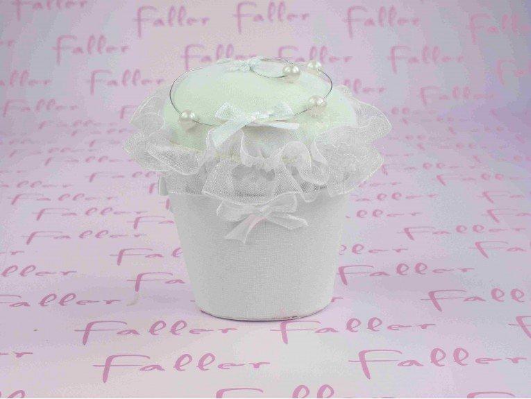 Cupcake fleuri blanc avec dragees bapteme