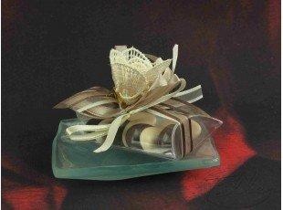 Assiette en verre fleurie avec dragées mariage
