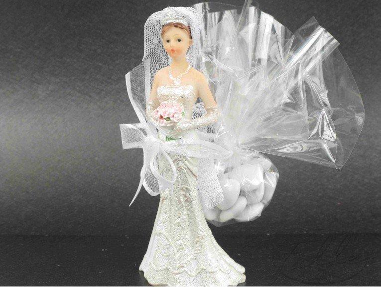 Petite figurine de mariee avec dragees