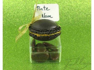Marque-place macaron marron & dragées mariage