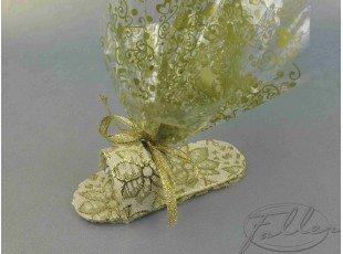 Sandale dorée et dragées amandes