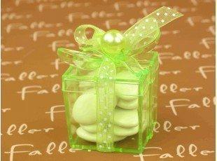 Boite cadeau anis avec dragées baptême