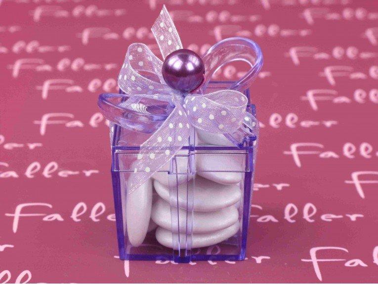 Dragées fille dans boite cadeau pvc lilas