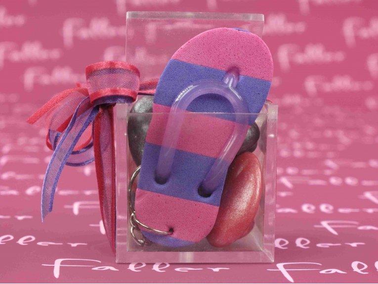 Porte-clés tong fuchsia avec sa boite à dragées