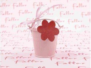 Seau rose à fleurs avec dragées bapteme
