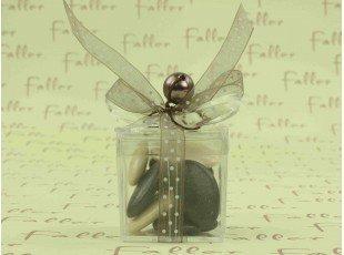 Boite plexi cadeau avec dragée écru et marron