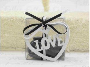 Coeur LOVE en bois blanc dans boite à dragées noire