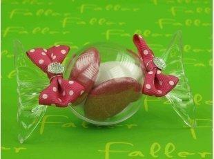 Dragees dans bonbon plexi avec noeuds papillon fuchsia