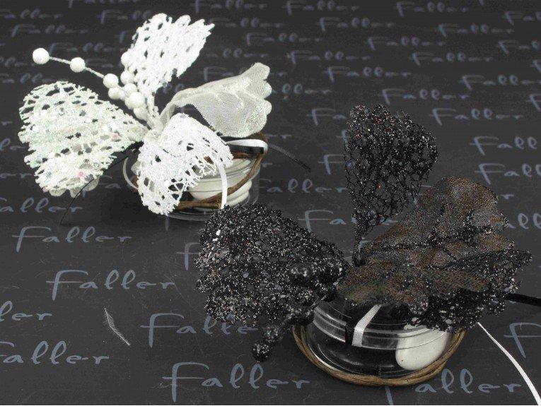 Fleur paillettée blanche et  noire sur boite de dragée