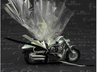 Petite moto en résine avec dragées mariage
