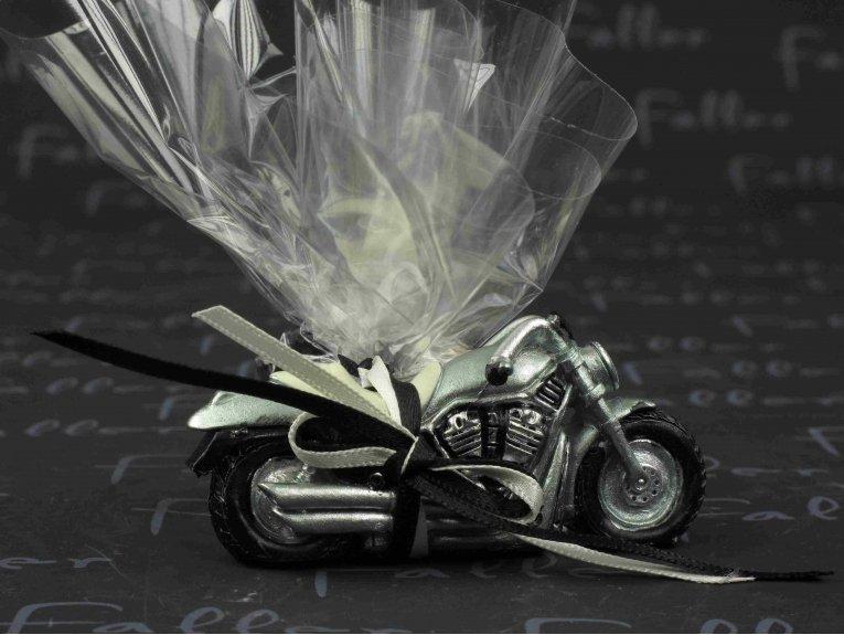 Petite moto en r sine avec drag es mariage for Petite occasion habille les mariages