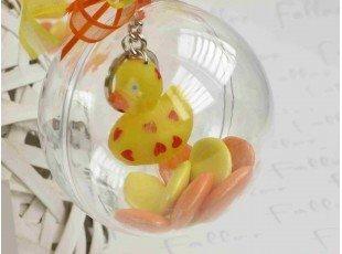 Canard porte clef dans boule plexi avec dragees