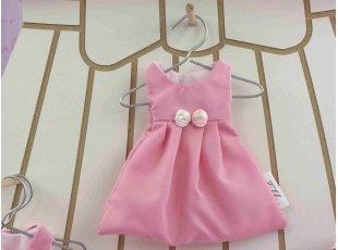 Dragées baptême dans robe rose et blanche avec fleur rose