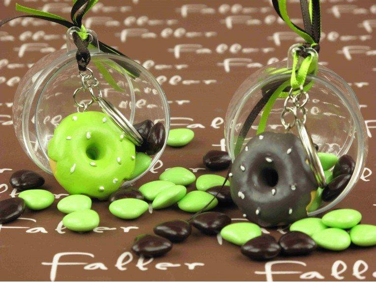 Donut porte-clés marron/anis avec dragées baptême