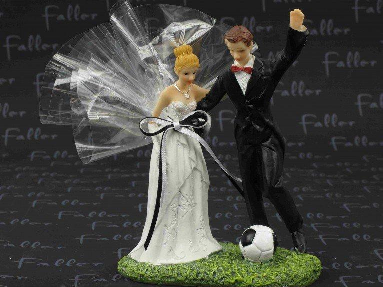 Couple de mariés foot avec pochon dragées