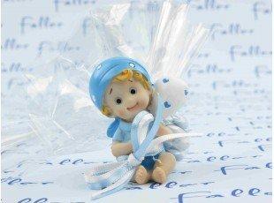 Figurine bébé avec pochon de dragées baptême garçon