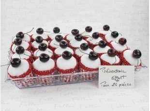 Boite à cupcake rouge avec dragées pour baptême