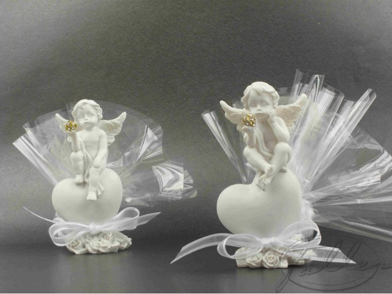 Ange de mariage sur coeur avec dragees
