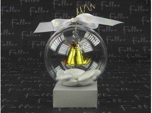 Ange doré dans boule plexi avec dragées communion