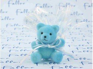 Ourson en velours bleu avec pochon de dragées baptême