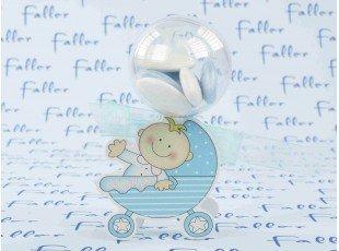 Boule à dragées de baptême garçon avec déco bébé berceau bleu