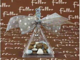 Boite pyramidale pvc avec dragées ptit parisien