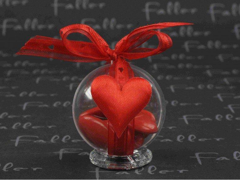 Coeur tissu rouge sur boule plexi avec dragées