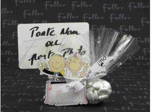 Couple de mariés porte carte avec pochon de dragées
