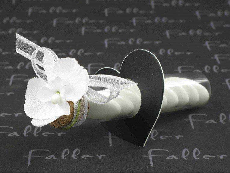 Dragees dans eprouvette avec deco orchidee et socle coeur - Deco mariage orchidee ...