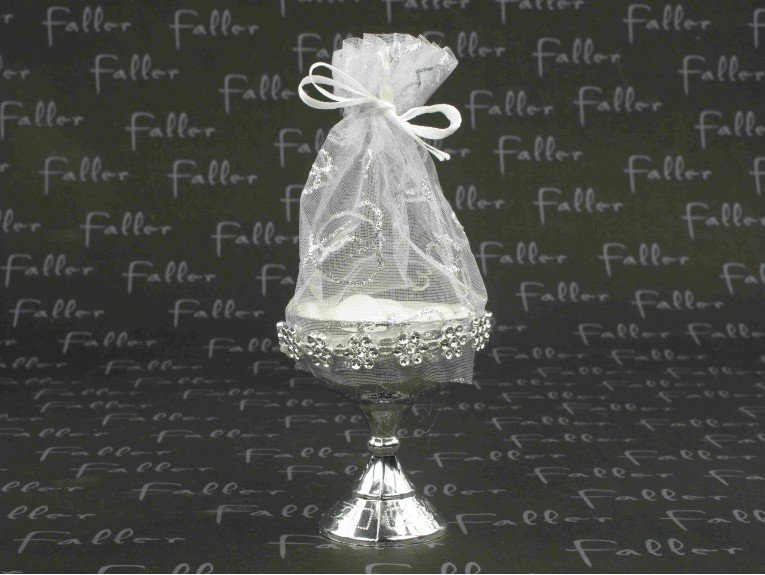 Dragées amande dans calice argenté de communion