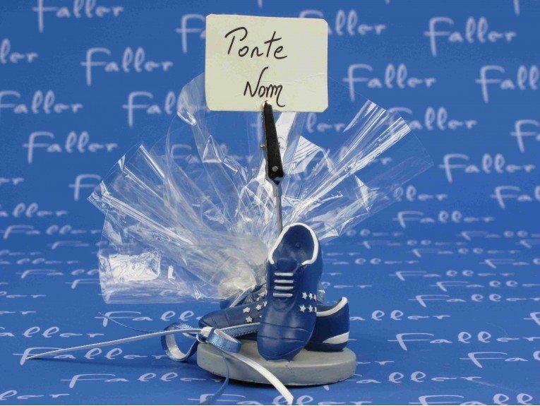 Porte photo chaussure de foot bleu avec dragées coeur