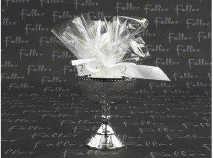 Dragees communion dans calice argenté