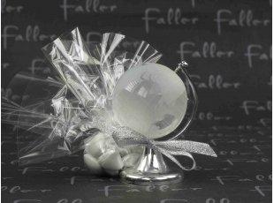Dragées mariage avec globe terrestre en verre