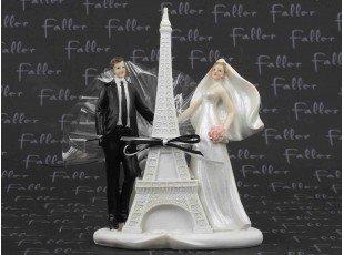 Pochon de dragées avec couple de mariés et tour Eiffel