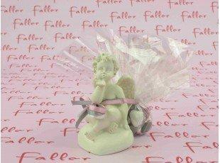 Ange blanc cassé sur coeur avec dragées baptême fille