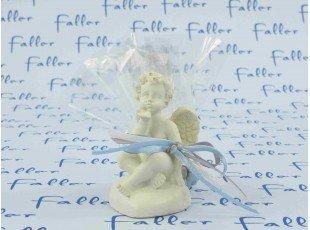 Dragées baptême garçon avec ange sur coeur blanc cassé