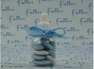 Biberon plastique bleu avec dragées de naissance garçon