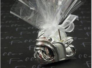 Moto harley argentée porte carte avec dragées mariage